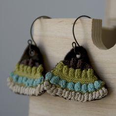 crochet earrings Smallwood Smallwood Smallwood Hanson Learn the rudiments of how to croc Crochet Cord, Crochet Bracelet, Love Crochet, Thread Jewellery, Textile Jewelry, Fabric Jewelry, Crochet Earrings Pattern, Crochet Patterns, Crochet Accessories