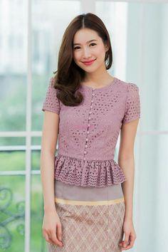 Thai Traditional Dresses Designs, Traditional Fashion, Blouse Styles, Blouse Designs, Kebaya Modern Dress, Thai Wedding Dress, Myanmar Dress Design, Thailand Fashion, Myanmar Traditional Dress
