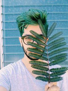 Greenery é a Cor de 2017, o Verde Musgo misturado com amarelo aparece em alta na Moda Masculina e para a Roupa de Homem. Macho Moda - Blog de Moda Masculina: Greenery é a Cor de 2017 - Tons de Verde em alta no Visual Masculino, Cabelo Verde Masculino.