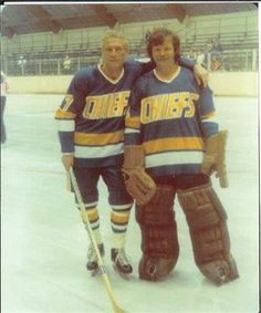 He is pictured here with teammate Reg Dunlop (Paul Newman) Ron spent time with the Johnstown Jets, the team that was the inspiration for the Chiefs of Slapshot. Hockey Shot, Hockey Goalie, Hockey Players, Ice Hockey, Slap Shot, Goalie Mask, Clint Eastwood, News Articles, Put On