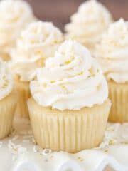 Moist Vanilla Cupcakes, Vanilla Cake, Vanilla Cupcake Recipes, Homemade Vanilla Cupcakes, Coconut Cupcakes, Vanilla Buttercream, Homemade Cakes, Buttercream Frosting, Chocolate Ganache