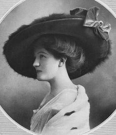 Les Modes (Paris) 1910 Chapeau par Alphonsine. Gorgeous Edwardian girl <3