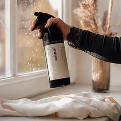 """Ren Lykke's Instagram post: """"Bare en uke igjen til julaften✨ Humdakin har rengjøringsproduktene som får hus og hjem rent til jul✨…"""" Red Wine, Alcoholic Drinks, Bottle, Glass, Drinkware, Flask, Corning Glass, Liquor Drinks, Alcoholic Beverages"""