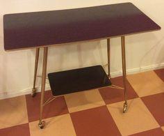 60-luvun kultajalkainen tarjoilupöytä / TV-taso, kork.70, lev.85, syv.39.5cm