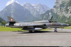 Hawker Hunter Mollis (LSMF) Switzerland, June 2008 by Hans Domjan Fighter Aircraft, Fighter Jets, Swedish Air Force, Swiss Air, Postwar, Military Aircraft, Hunters, Switzerland, Plane