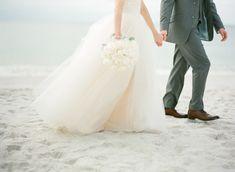wedding dress shopping tips, bride and groom on the beach http://itgirlweddings.com/wedding-dress-shopping-tips/