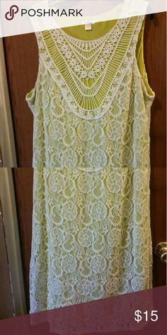 Beautiful Dress Yellow/green  with lace Xhilaration Dresses Midi
