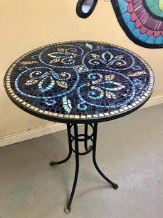 Mosaic Tile Art, Mosaic Pots, Mosaic Birds, Mosaic Artwork, Mosaic Flowers, Mosaic Diy, Mosaic Garden, Mosaic Crafts, Mosaic Projects