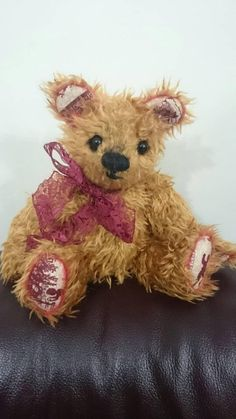 Hey, I found this really awesome Etsy listing at https://www.etsy.com/uk/listing/557248053/noel-traditional-jointed-artist-bear