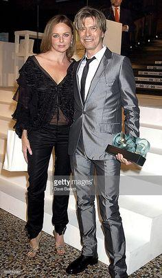 Stella-Mc Cartney+David-Bowie-gq-men-of-the-year-awards-at-the-natural-picture-id104183081 (596×1024)