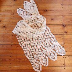 """Нежный палантин """"Волны"""". В холодные зимние дни его можно использовать как шарф. А с наступлением весны, брать с собой в качестве шали, накинув на плечи. Это просто необходимый аксессуар! Натуральная шерсть. Длина 190см, ширина 47 см. Soft plantain - most indispensable thing on cold winter days and cool spring evenings. 100% wool. Length 190cm, width 47cm"""