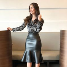 See related links to what you are looking for. Blouse And Skirt, Dress Skirt, Leather Dresses, Leather Skirt, Classy Outfits, Chic Outfits, Modest Wear, Sexy Skirt, Look Chic