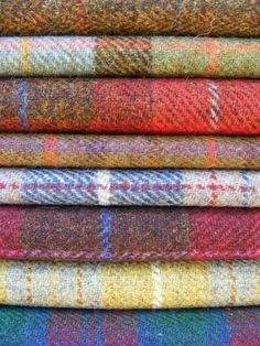 The Preppy Fox — Tis the season to wear tweed! Textiles, Scottish Tartans, Tartan Plaid, Houndstooth, Lana, Fall Outfits, Sewing Projects, Weaving, Chiffon