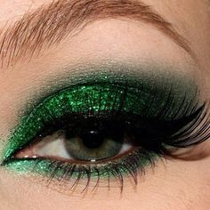 patricks day makeup 40 Gorgeous Holiday Beauty Looks - Pampadour Green Eyeshadow, Eyeshadow Looks, Eyeshadow Makeup, Glitter Eyeshadow, Smokey Eyes, Smokey Eye Makeup, Makeup Inspo, Makeup Inspiration, Makeup Ideas
