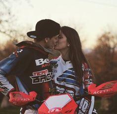 Dirt Bike Couple, Motocross Couple, Biker Couple, Motocross Girls, Dirt Bike Girl, Motorcycle Couple, Fox Motocross, Couple Goals Relationships, Couple Relationship