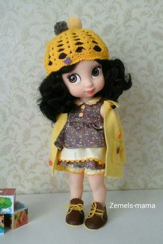 Купить или заказать Наряд для куклы Disney Дисней в интернет-магазине на Ярмарке Мастеров. Наряд для куклы Disney / Дисней. Комплект состоит из пяти предметов: пальто, шапочка, платье, трусики-панталончики и ботиночки. Пальто выполнено из флиса, карманы функциональные, украшено пуговками, застегивается на пуговку. Платье сшито из батиста и сатина, распашное, застегивается сзади на пришивные кнопочки, украшено пуговками и тесьмой. Трусики выполнены из сатина, на резинке, украшены атласным…