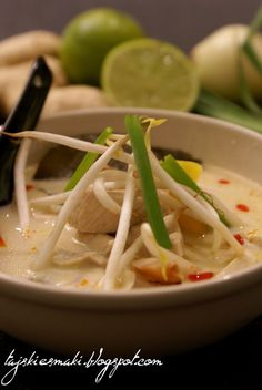 Kokosowa zupa tajska z kurczakiem i pieczarkami