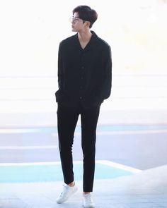 Rowoon lockscreen by rahwi Asian Men Fashion, Korean Street Fashion, Kpop Fashion, Fashion Outfits, Stylish Mens Outfits, Korean Outfits, Mens Clothing Styles, Men Casual, Menswear