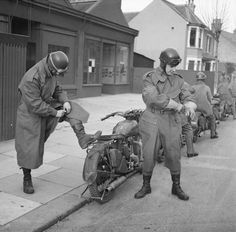 Royal Army Service Corps despatch riders, Southend, 6 Jan The motorcycles are Ariel model WNG.