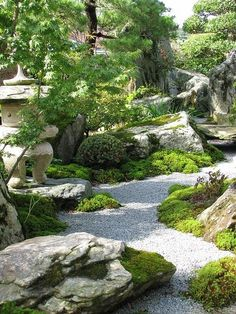 Beautiful, Peaceful Japanese-Gardens. A good example of how the #layout forms the atmosphere in the #garden. The perfect Meditation nook.