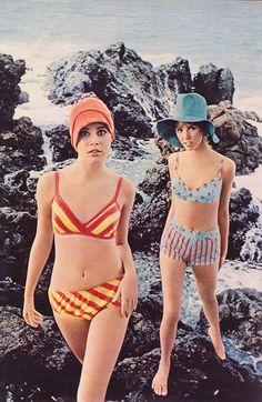 "Seventeen June Splashy-dashy suits hit the Hawaiian coast with a fizz of color."" Seventeen June Splashy-dashy suits hit the Hawaiian coast with a fizz of color. 60s And 70s Fashion, Mod Fashion, Teen Fashion, Fashion Models, Vintage Fashion, Beach Fashion, Fashion Shoot, Korean Fashion, High Fashion"
