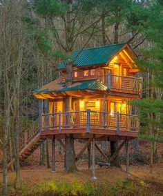 More ideas below: amazing tiny treehouse kids architecture modern luxury treehouse interior cozy backyard small treehouse masters plans photography how to Luxury Tree Houses, Cool Tree Houses, Treehouse Masters, Treehouse Kids, Cozy Backyard, Tree House Designs, Build A Playhouse, Cabins And Cottages, Log Cabins