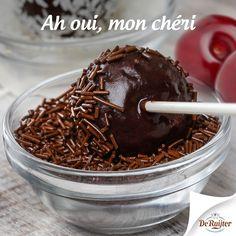 Dip kersen op een stokje eerst door een chocoladefontein en haal ze daarna door de hagelslag. Dé ultieme choco diptip!  #hagelslag #deruijter #tip #recept #traktatie #chocolade #liefde