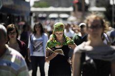 """TURQUIA, Junho de 2013. """"Homem em pé"""" inspira mobilização na Turquia MARCO LONGARI/AFP"""