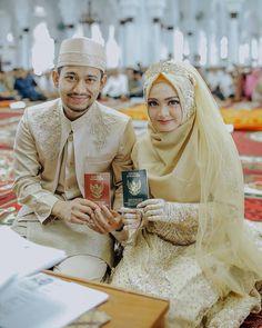 Image may contain: 2 people, text Hijabi Wedding, Muslimah Wedding Dress, Hijab Style Dress, Muslim Wedding Dresses, Muslim Brides, Muslim Couples, Muslim Girls, Kebaya Muslim, Muslim Dress