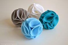 DIY: felt flower pom poms