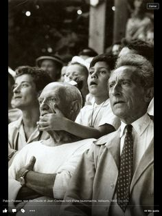 Pablo Picasso, son Claude and Jean Cocteau at a bullfight, Vallauris, France photo by Brian Brake I love the fact that P. Picasso just let his grandson be silly and in the moment. Henri Rousseau, Henri Matisse, Pablo Picasso, Francisco Goya, Foto Face, Francoise Gilot, Cubist Movement, Jean Cocteau, Georges Braque