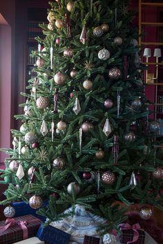 the-makerista-christmas-tree-traditional-modern-burgundy-mauve-grand-7w7a8231
