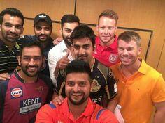 Season 9 IPL team captains pose for selfie! India Cricket Team, Cricket Sport, Live Cricket, Dhoni Quotes, Ms Dhoni Wallpapers, Ms Dhoni Photos, Virat And Anushka, Ipl Live, Cricket Wallpapers