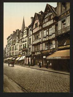 Caen , rue St Pierre