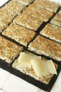 kesobröd utan mjöl/ Bread without wheat. Raw Food Recipes, Low Carb Recipes, Cooking Recipes, I Love Food, Good Food, Savoury Baking, Swedish Recipes, Gluten Free Baking, Healthy Treats