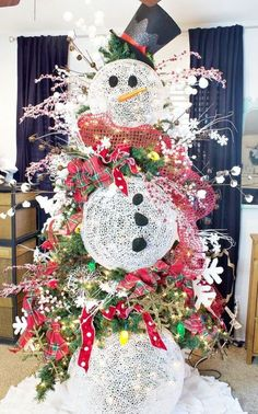 Do you want to build a snowman. Tips to decorate a great Christmas Tree!
