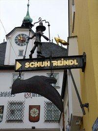 shoe store Schuh Reindl in Rosenheim, Bayern, Germany Shoe Store Design, Shoe Shop, Antique Signs, Vintage Signs, Restaurant Signs, Signages, Front Windows, Shopping Street, Retail Shop