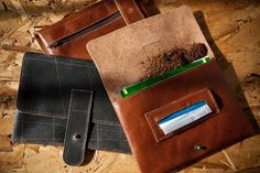Tobacco pouch, leather cigarrette case, black leather pouch, gift for him, gift for her, small zipper pouch. $50,00, via Etsy.