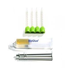 Клей биологический Bioglue Двухкомпонентный хирургический клей BioGlue применяется для герметизации и укрепления хирургических швов с целью предотвращения просачивания через них крови, ликвора, иных жидкостей и воздуха. Представляет собой близкий по составу к тканям человеческого тела водный раствор, состоящий из бычьего сывороточного альбумина и глутеральдегида. Клей BioGlue отличается крайне высокой прочностью, эффективностью и безопасностью, а также легкостью использования.