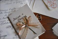 Tutto il fascino delle partecipazioni scritte a mano. L'arte dell'handmade!