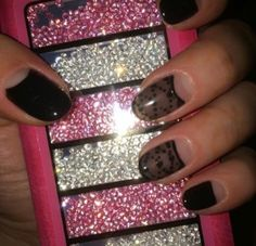Black Onyx nail art with the fastest gel polish application: Chroma Gel 1 Step Gel Polish www.chromagel.co.uk #chromagel #1stepgelpolish #gelpolish #tryitloveit #nailart #naildesign #nailaddict