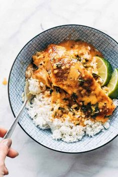 Coconut Curry Salmon Recipe, Salmon Curry, Coconut Curry Sauce, Salmon Recipes, Seafood Recipes, Cooking Recipes, Healthy Recipes, Spice Rub, Salads