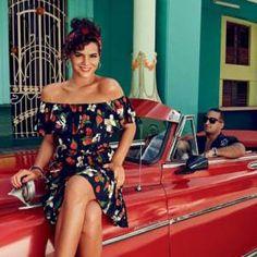 Bruna Marquezine veste Isolda para Riachuelo na capa da Glamour
