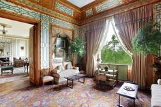You want frescoes, gilt mouldings, mosaics and decorative wood panelling? Take a look at these 6exclusive homes, from a lavish 16th-century villa in Italy to the perfect Paris apartment with all the trimmings — all from Christie's International Real Estate