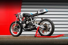 """Introducing new French workshop Pimmel & Messer, creators of this lovely Yamaha XJ600 custom. It'll be featured in the next edition of the French magazine """"Cafe Racer""""."""