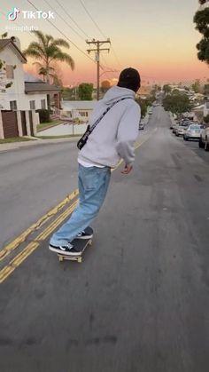 Skateboard Boy, Skateboard Videos, Beginner Skateboard, Skater Boy Style, Look Skater, Skate Style Girl, Spitfire Skate, Skate Boy, Cool Skateboards