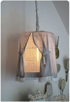 Ideas bird cage light diy shabby chic for 2019 Decoration Craft Gallery Ideas] Related posts:Best Statement Lighting Ideas—New Design Trends to KnowCarmen Lantern Pendant Chandelier Kitchen Or Dining Room LightChase Birdcage Light, Birdcage Chandelier, Diy Luz, Bird Cage Covers, Luminaria Diy, Diy Luminaire, Basket Lighting, Ideias Diy, Bird Cages