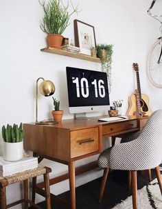 These cute desk decor ideas are perfect for a home office, dorm desk or cubicle! Modern Bedroom Design, Home Office Design, Home Office Decor, Modern Decor, Mid-century Modern, Modern Bohemian, Modern Design, Modern Homes, Types Of Furniture