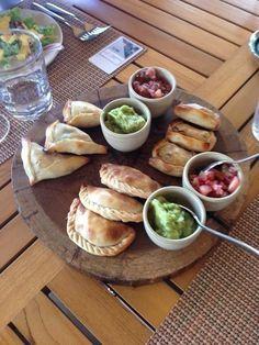 Essen wie die Einheimischen. 9 Spezialitäten, die du probiert haben musst.  #CostaRica #PuraVida #Essen #Food #Soda #Empanada #Reisen #Tropenwanderer http://tropenwanderer.com/spezialitaeten-die-man-probieren-muss/