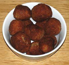 Rempah (gehaktballetjes met kokos), een Indonesisch gerecht bereid door de Happy Chief Cook.